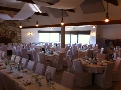Mariage en blanc le jardin de l 39 aber - Disposition table mariage ...